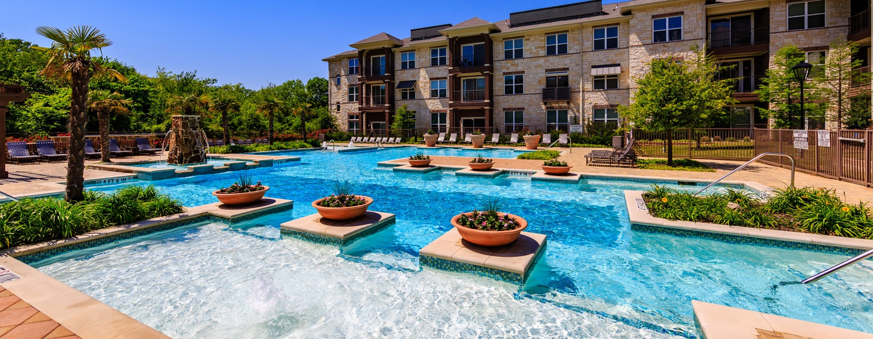 Poolside seating and fountain